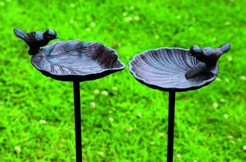 51s1p1uUkZL 500x330 - Vogeltränke, Vogelbad auf Gartenstab, aus Gusseisen, 2-fach sortiert, 1 Stück, 20 cm x 14 cm x 98 cm